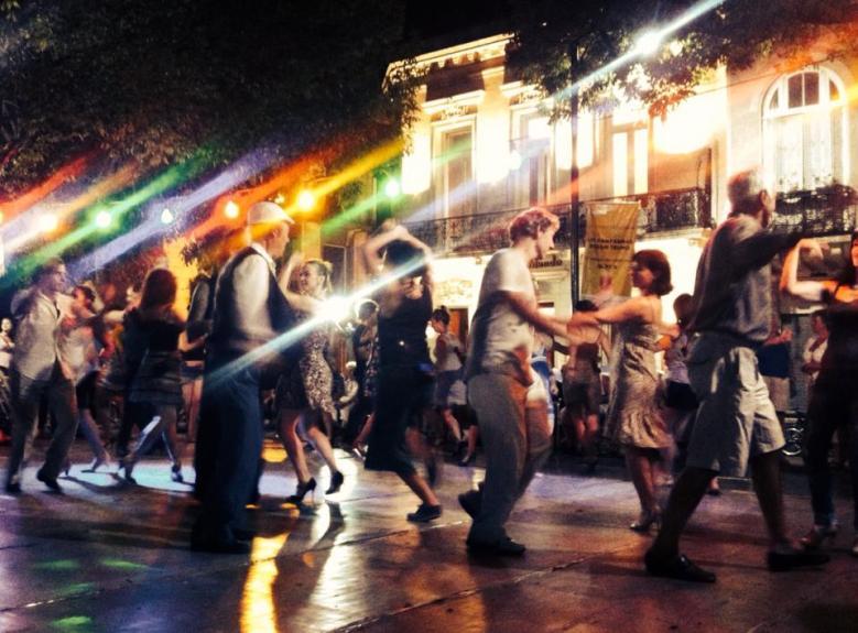 Dancing in Plaza Dorrego Buenos Aires
