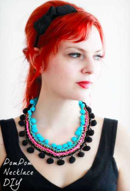pompom-necklace-1