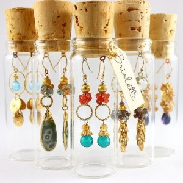 Cool jewelry display ideas you can diy for Display necklaces craft fair