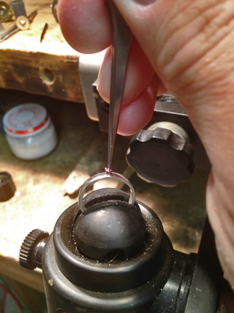 how to set a stone in a prong setting