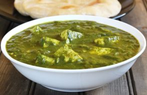 How to cook North Indian style Palak Paneer recipe?