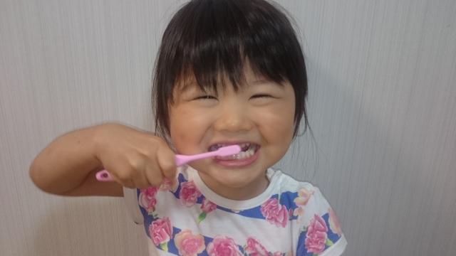子供の歯並び悪化を予防!毎日のクセや姿勢を正すススメ