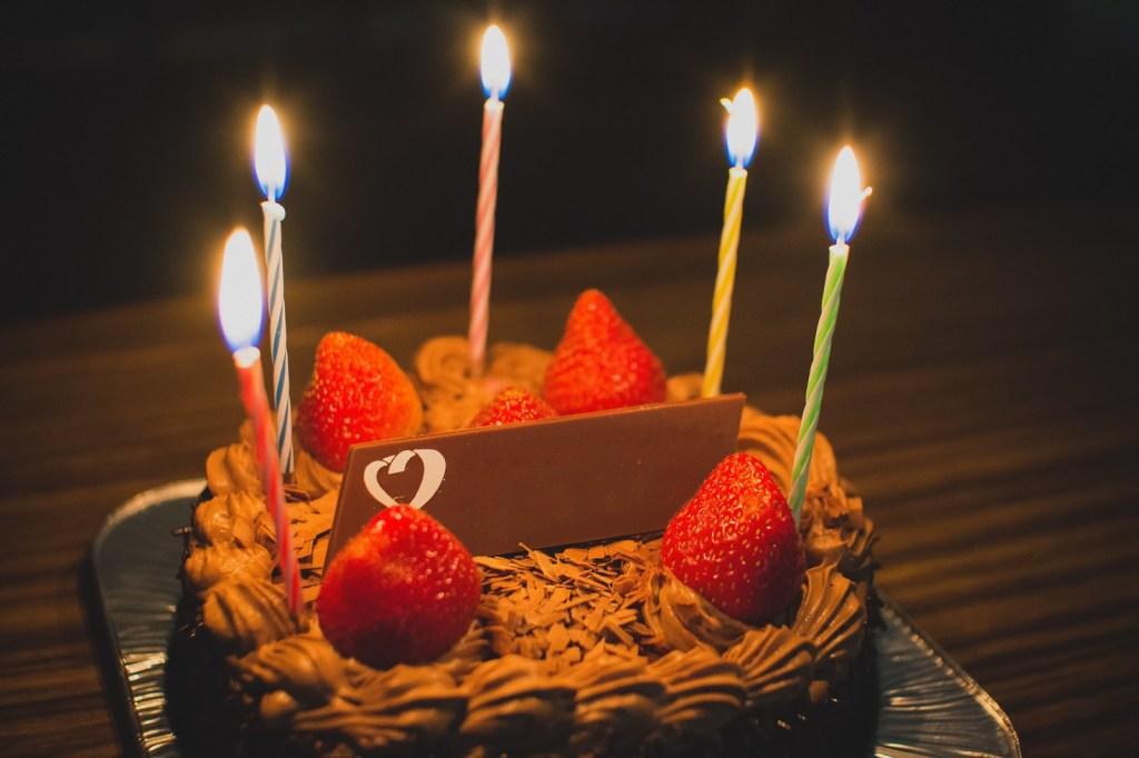 彼氏に誕生日祝ってもらえないのが辛い…祝ってもらうための気づかせテク20選