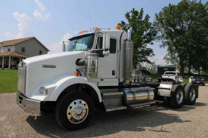 Kenworth T800 2007 Daycab Semi Trucks