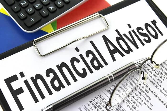 Financial Advisor Job Description, Qualifications, and Outlook Job