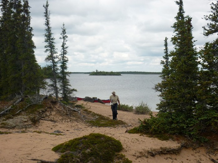 Heading off along a prominent esker in Boyd Lake to search for the trap cabin marked on the 1:250,000 map