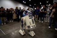 R2D2 throwing down some moves