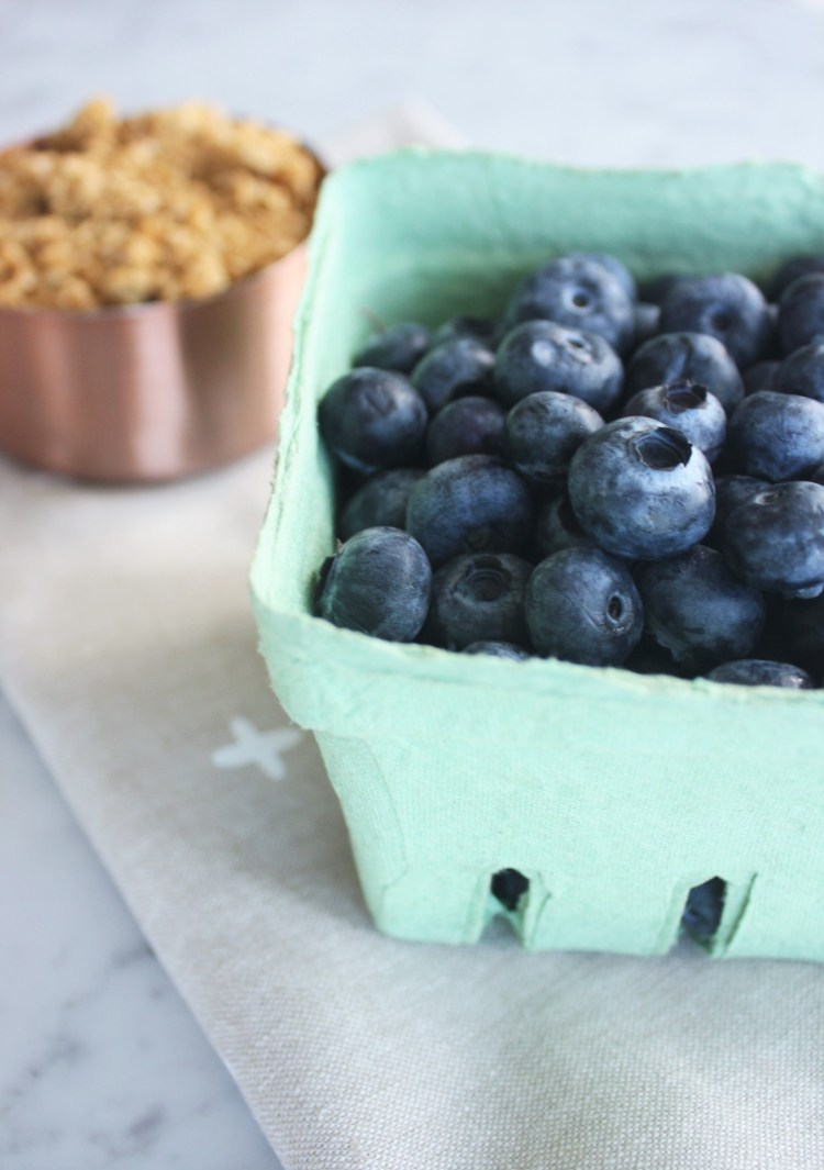 RECIPE // Blueberry pancake breakfast pops www.jojotastic.com