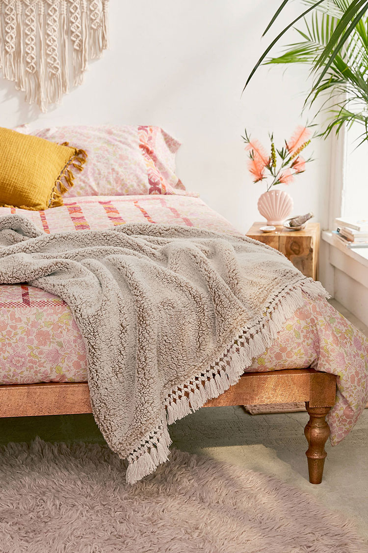 Throw Blankets 30 Cozy Throw Blankets For Fall Jojotastic