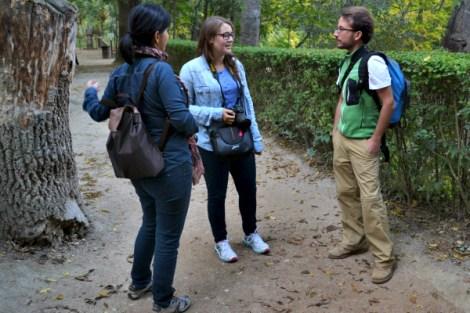 Ana, Carla y Pepe en el recorrido del Monasterio de Piedra