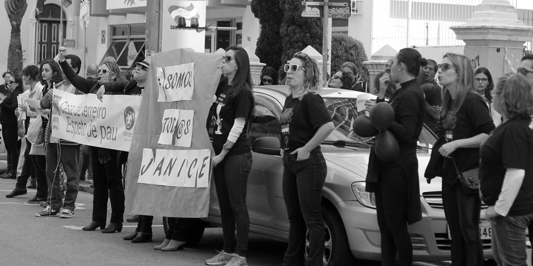 Ato em solidariedade a Janice Miranda. Foto: Clarice Peixoto
