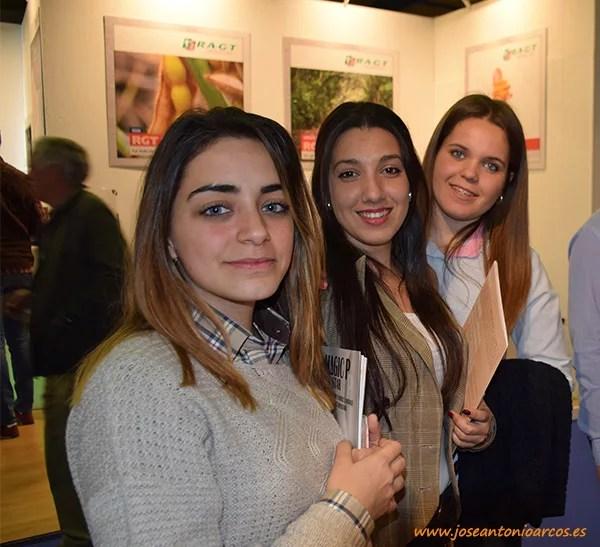 Otros perfiles agrícolas en Agroexpo 2017: Laura Fagündez, joven empresaria de vino de Badajoz; María Isabel Retamar, empresaria de ganado ovino de Puebla de la Calzada (Badajoz); y Mónica Corchero, empresaria de ovino en Cuenca.