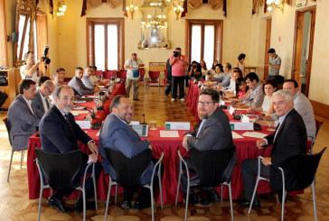 El agua centra la primera aparición del nuevo consejero andaluz de Agricultura