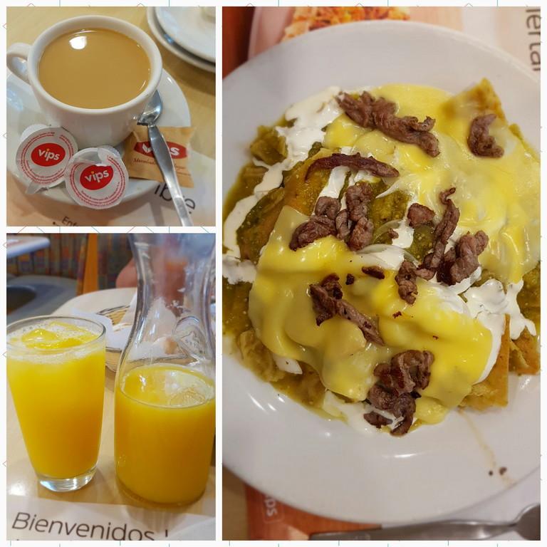 Cafe americano, jugo de naranja y chilaquiles verdes con puntas de arrachera.
