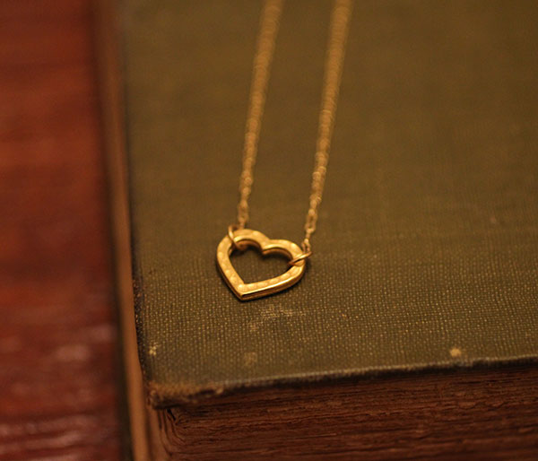 handmade-jewelry-heart-necklace-gold
