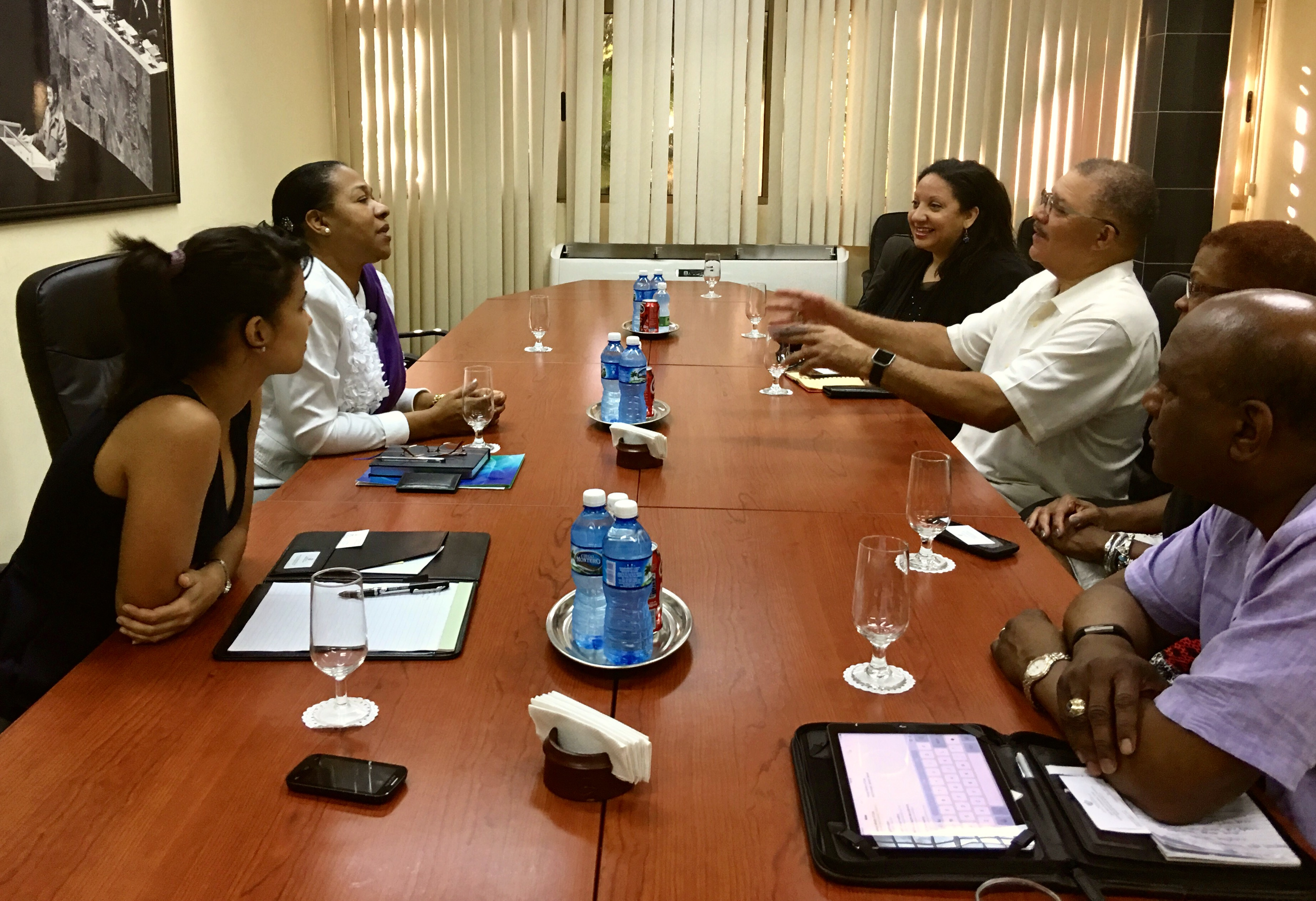DeWayne Wickham, with arms outstretched, planned the trip of about 20 members of the National Association of Black Journalists, filmmaker/actor Tim Reid and representatives from Morgan State University to Cuba. Wickham is a past NABJ president and dean of the Morgan State University's School of Global Journalism and Communication.