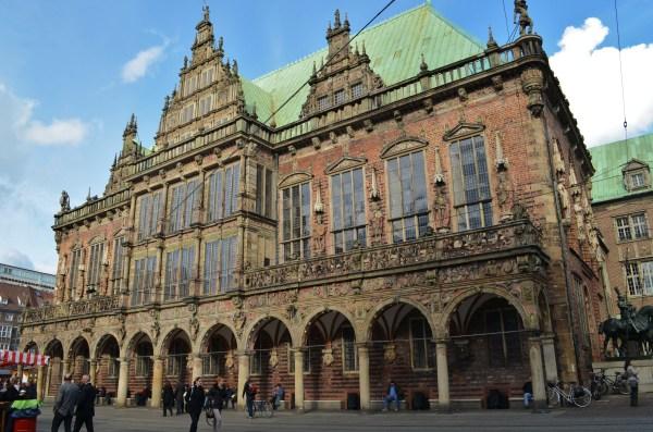 Ратуша построена в 1405—1410 годах