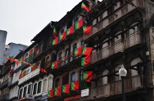 Везде флаги Португалии