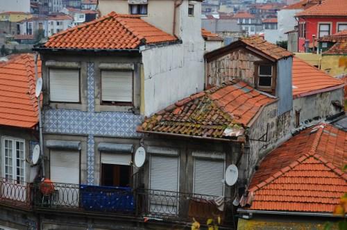 Вот так живут в некоторых кварталах Порту