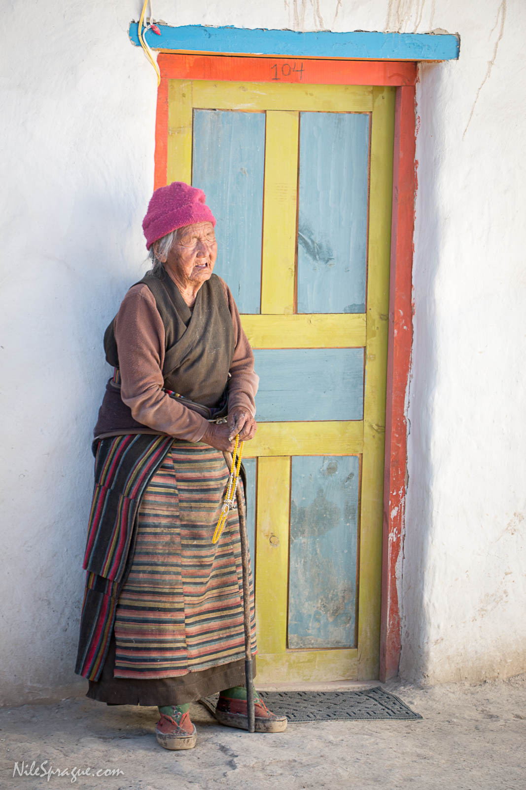 trek photo essay journey to the clouds ninety two year old blind great grandmother standing in the courtyard of her grandson s