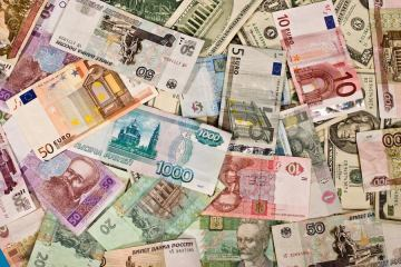 Currency Exchange Travel Tips
