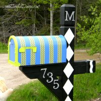 MAILBOX MAKEOVER with DUCK TAPE & PAINT!