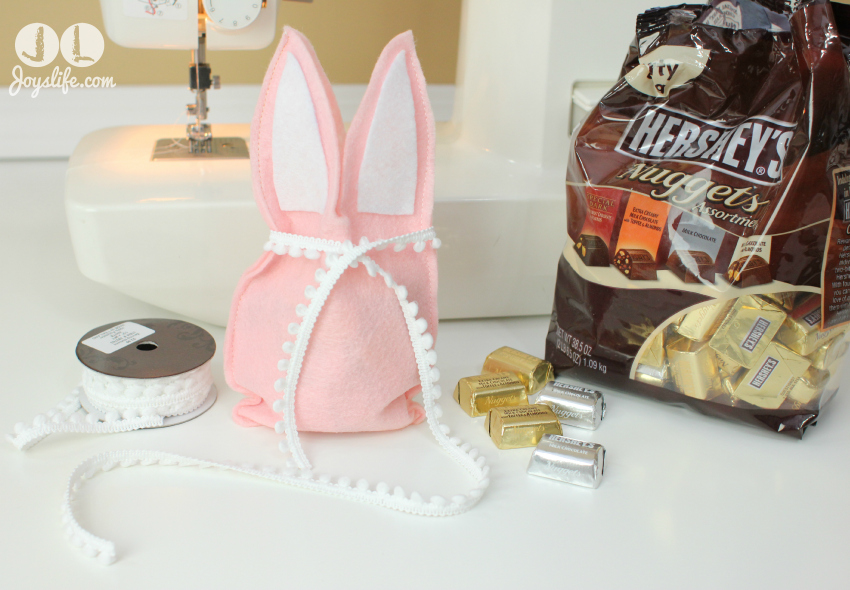 Felt Bunny Treat Bag #Easter #Bunny #DIY #SilhouetteCameo