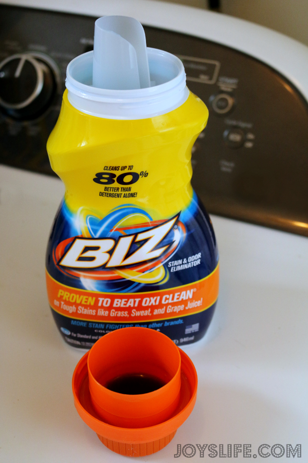 Biz Stain Fighting Liquid in My Laundry Before and After #BizChallenge #ad
