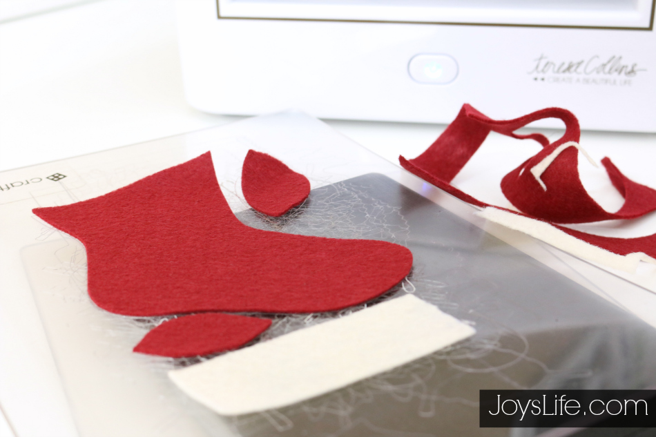 How to Make No Sew Felt Ornaments #CutNBoss #Craftwell #Christmas #NoSew #Felt #Ornaments