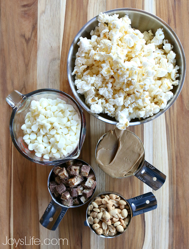 Easy SNICKERS® Popcorn Recipe for the Big Game #BigGameTreats #Ad