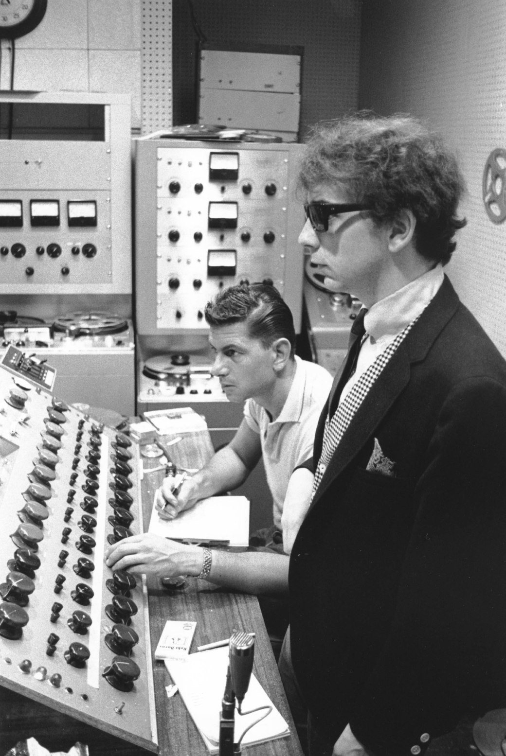 UNITED STATES - JANUARY 01: GOLD STAR STUDIOS Photo of Phil SPECTOR, w/ Larry Levine (Photo by Ray Avery/Redferns)