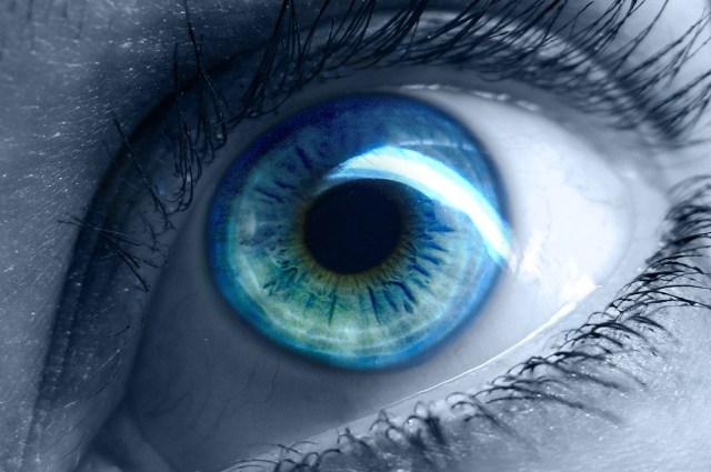 blue_eyes_01