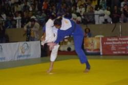 Mayra em combate no Desafio Internacional