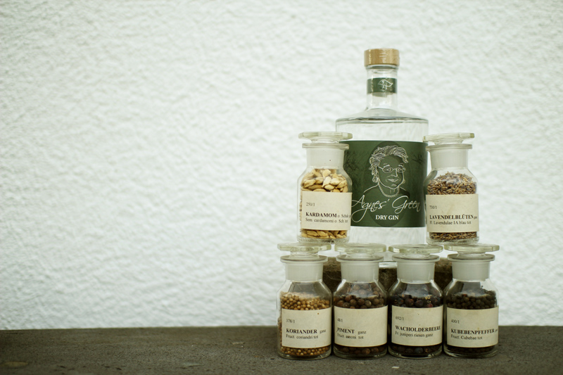 Getränk Gin Agnes Green Dry Gin – Studio Julia Frost