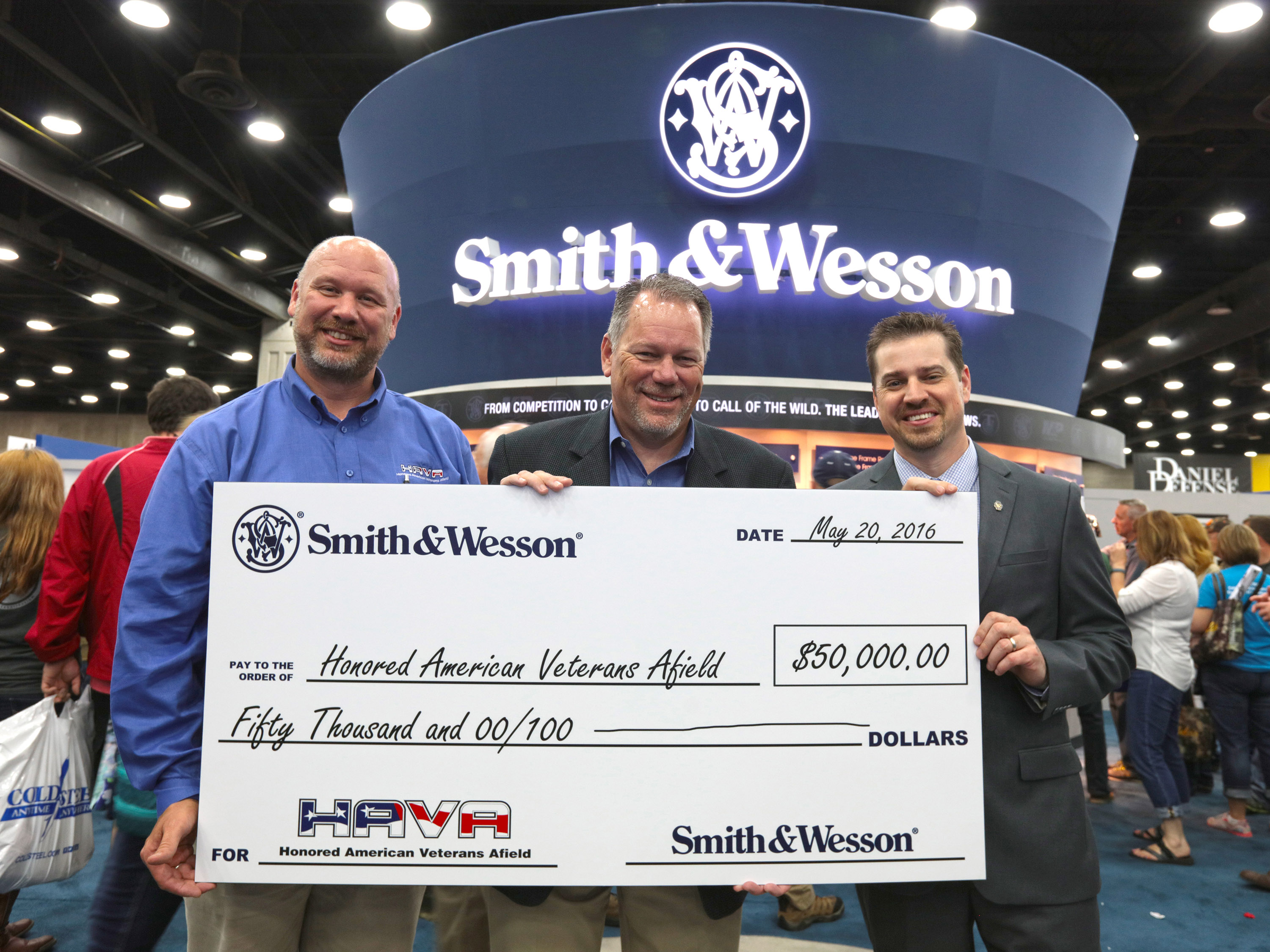 Tom Taylor Honoring Our Marin Veterans Smith And Wesson Donates 50 000 To Honored American