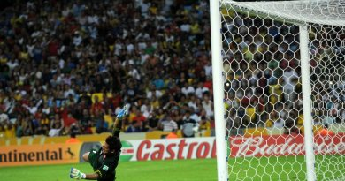 TOPSHOTSTahiti's goalkeeper Mikael Roche dives as the ball hits the crossbar following a penalty taken by Spain's forward Fernando Torres during their FIFA Confederations Cup Brazil 2013 Group B football match, at the Maracana Stadium in Rio de Janeiro on June 20, 2013.  AFP PHOTO / NELSON ALMEIDA