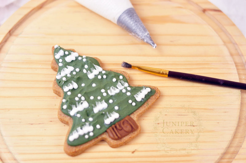 How to frost sugar cookies by Juniper Cakery