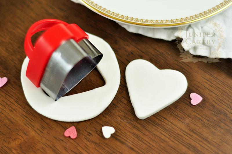 Edible fondant lovebug tutorial from Juniper Cakery