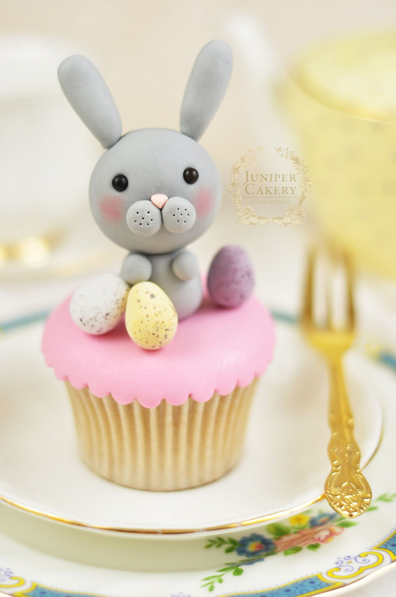 Create a cute gum paste edible Easter bunny with this tutorial from Juniper Cakery
