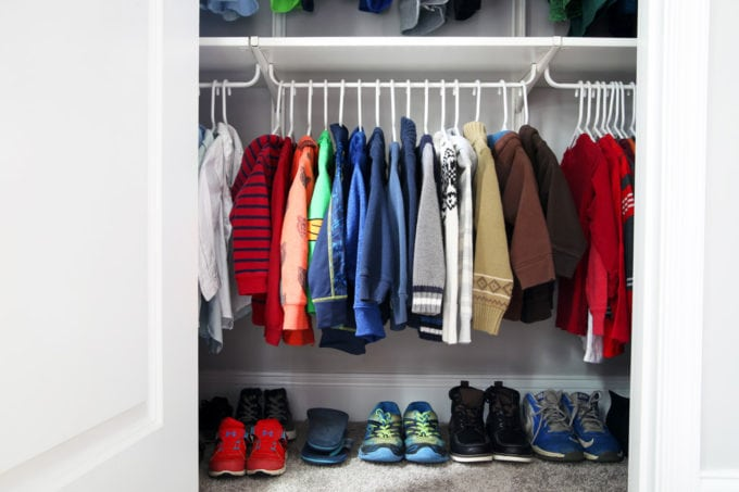 Decluttering Clothes the Easy Way (with Free Printable Decluttering