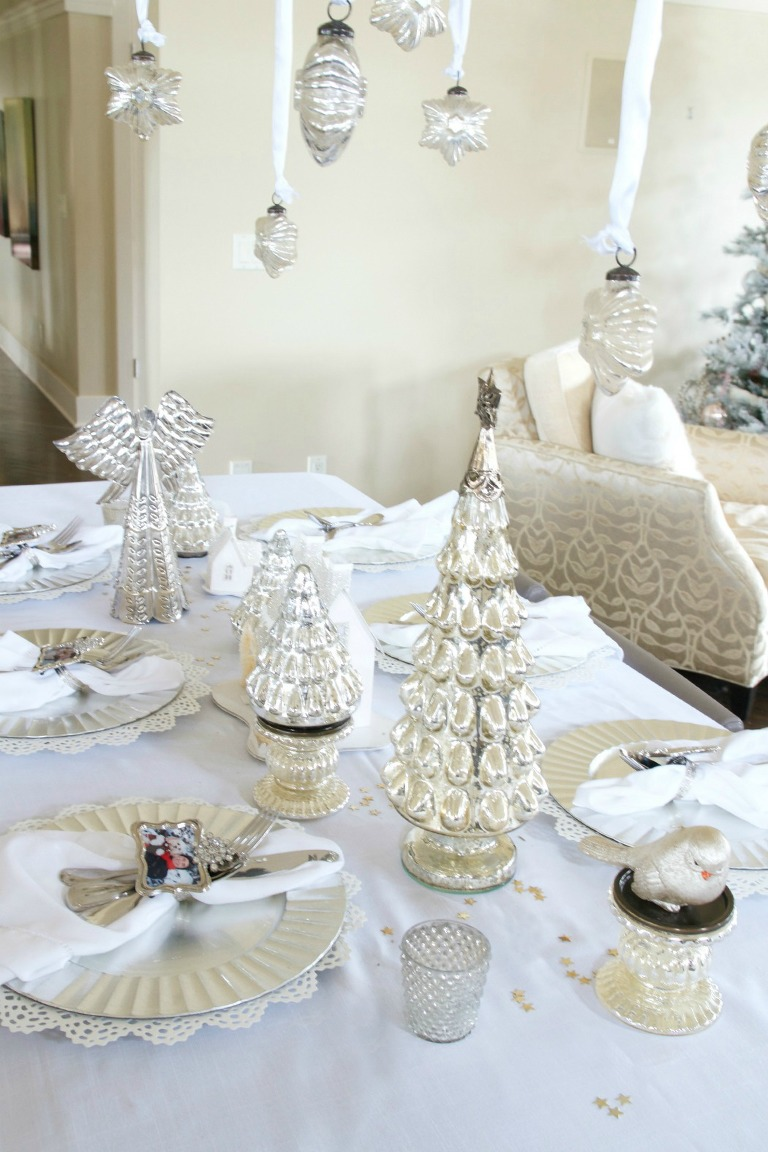 Set Table Ikea Easy White Christmas Tablescape » Just A Smidgen