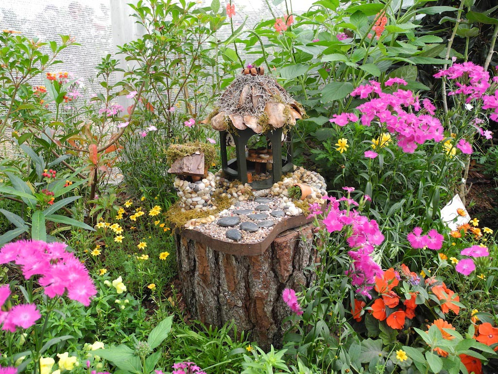 Sightly A Miniature Fairy Garden Garden Design Ideas Miniature Fairy Gardens Pinterest Miniature Fairy Gardens Fairy Gardens Atmosphere Miniature Flowers garden Miniature Fairy Gardens