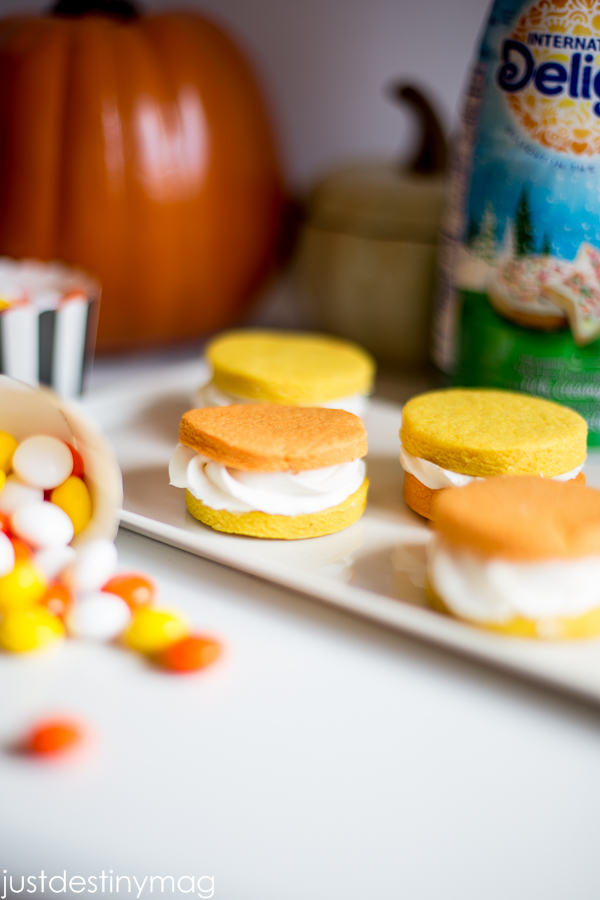 Sugar Cookie Sandwhiches with Cheesecake Filling_-6