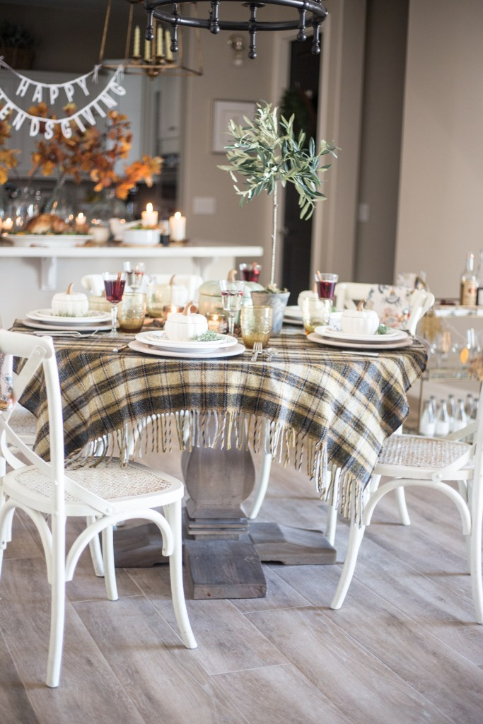 Great Friendsgiving Ideas Tablescapes_-16