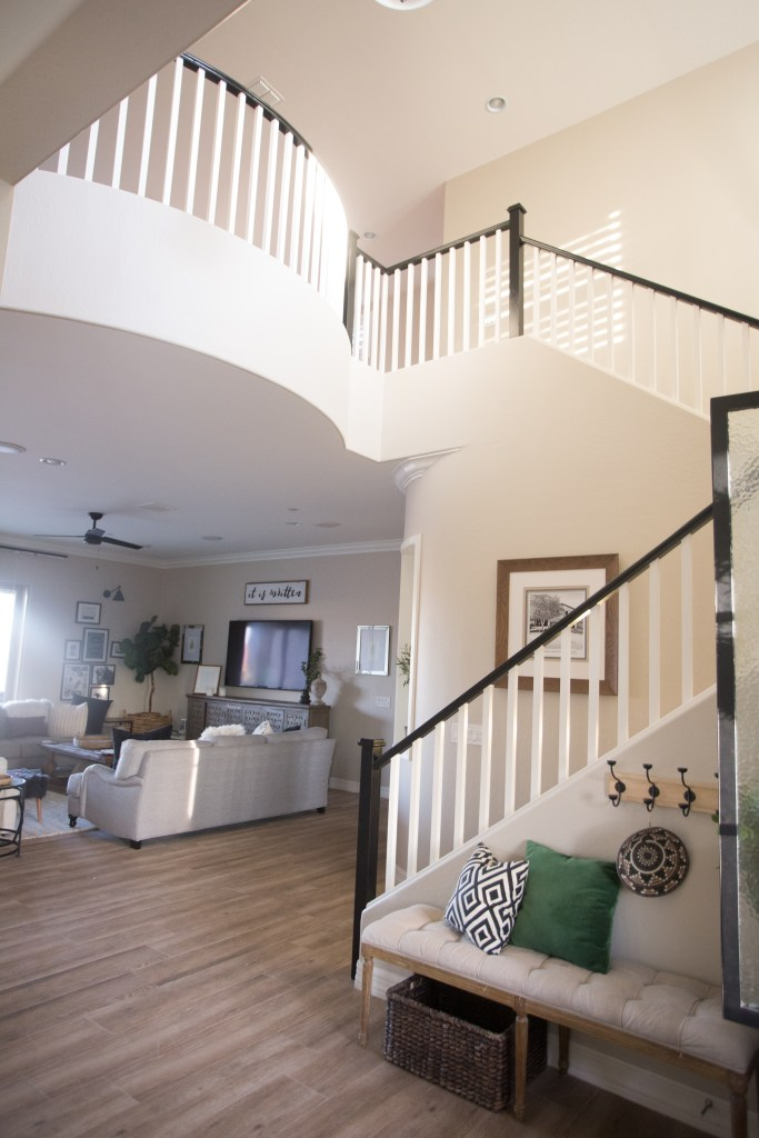 the-best-way-to-paint-your-stairs-black_-23