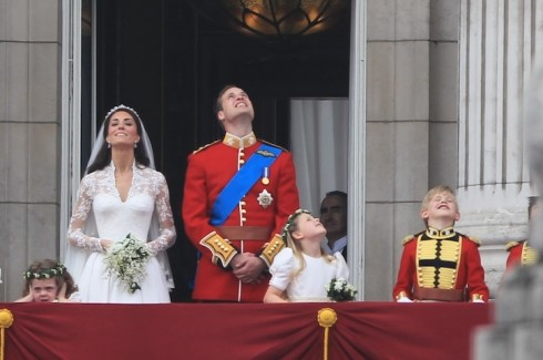 royal_wedding_balcony_kissing
