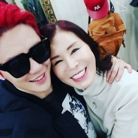[OTHER INSTAGRAM] 160208 Junsu's mom shares a photo with Junsu backstage of 'Dracula'