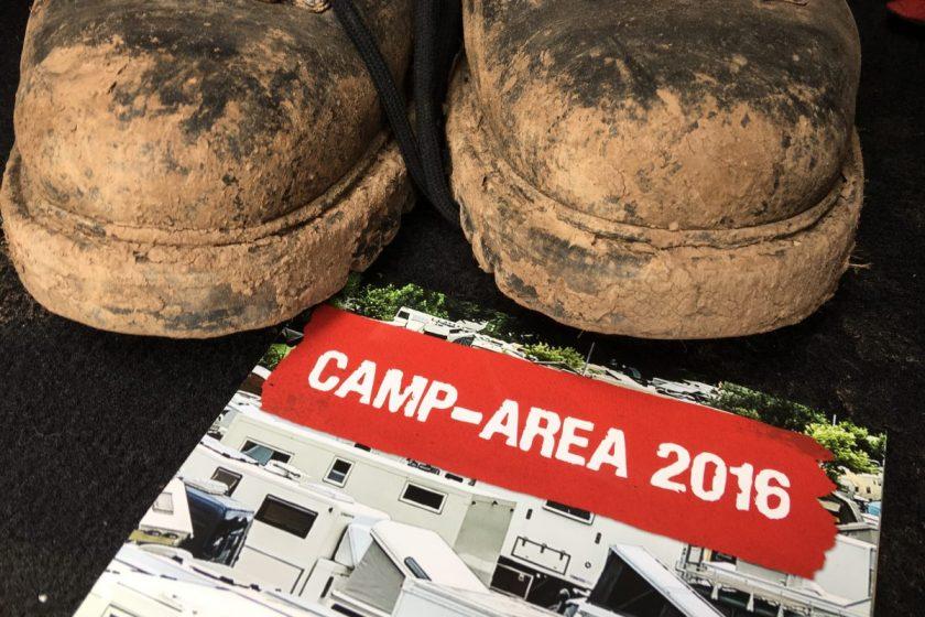 Schuhe nach einem Wochende Camp Area, vom groben Schmutz befreit