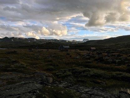 Aften ved Hadlaskard. Utsikt mot Hårteigen.