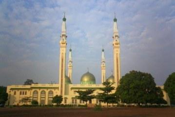 Le toit  de la mosquée Fayçal cède face aux intempéries